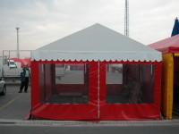 Piros árusító sátor